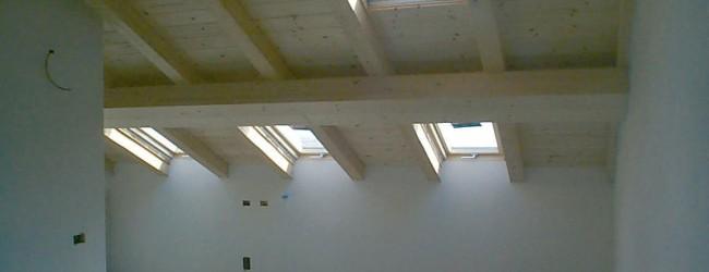 Tetto In Legno Vista Interna Con Finestre Pragma Costruzioni Srl